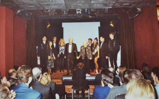 Fiorenzo Fiorentini e la sua compagnia, durante uno spettacolo nella Sala Petrolini
