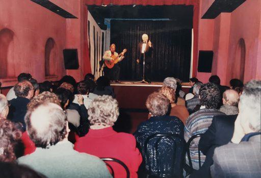 Fiorenzo Fiorentini durante uno spettacolo nella Sala Fabrizi